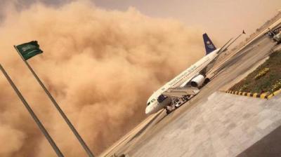 شاهد بالصور السبب الذي أدى إلى تعليق وتأجيل الرحلات الجوية من مطار الملك خالد بالرياض