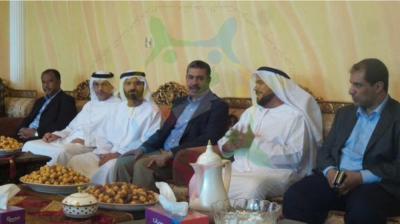 شاهد بالصورة بحاح يزور أسرة الضابط الإماراتي الذي قُتل في عدن
