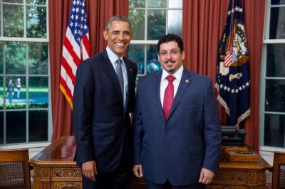 شاهد بالصورة السفير أحمد بن مبارك بجانب الرئيس أوباما