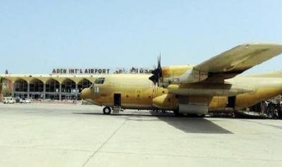 وصول طائرة اغاثية سعودية خامسة الى مطار عدن في إطار الجسر الجوي
