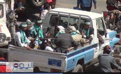 شاهد بالصورة من يطبّق قرار وزارة الداخلية برفع الجاهزية القتالية في صنعاء وناشطون يسخرون من تلك الصورة