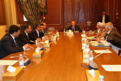 شاهد بالصورة المُستشارين الجدد في إجتماع استثنائي مع الرئيس هادي من بينهم العطاس