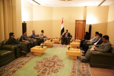 بحاح يحاول إحتواء الحزب الإشتراكي بعد تراخي بعض قياداته وتأييدهم للحوثيين