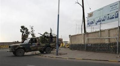 غارات جوية وإنفجارات عنيفة تهز العاصمة صنعاء وإندلاع حريق هائل ( المواقع المستهدفة)