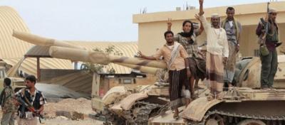 الحوثيون والقوات الموالية لهم يستهدفون معسكر لبوزة ومحاولات للإلتفاف على العند