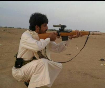 """شاهد بالصورة نجل محافظ مأرب """" سلطان العرادة """" ممسكاً بسلاحه والذي توفي اليوم بعد مواجهات مع الحوثيين"""