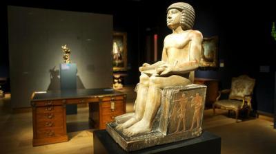ضغوط مصرية لوقف بيع تمثال فرعوني نادر إلى قطر بعد عجز مصر سداد المبلغ - والجمعة تنتهي مُهلة بيعة