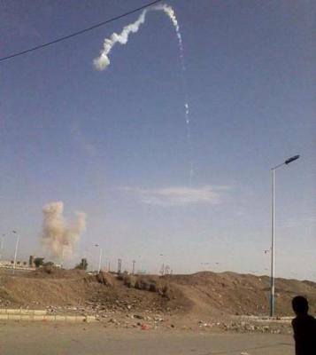 تفاصيل الفضيحة التي حدثت اليوم للحوثيين بصنعاء: إطلاق صاروخ وعودته إلى نفس المنطقة التي أطلق منها ( صورة)