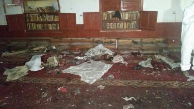 شاهد بالصور -  مناظر مروعة لضحايا التفجير الإنتحاري الذي استهدف جامع المؤيد بحي الجراف بصنعاء