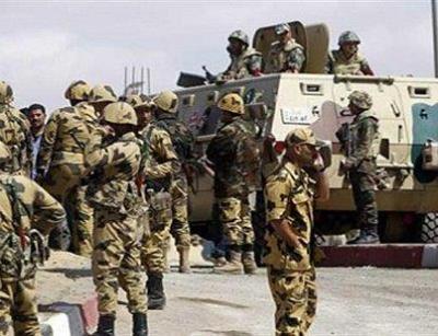 قوات مصرية برية وآليات عسكرية تنظم إلى قوات التحالف وتصل اليمن
