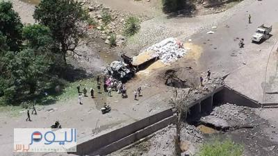 شاهد أول صور تنشر للغارات الجوية التي استهدفت قاطرات وجسور بمحافظتي المحويت وحجة