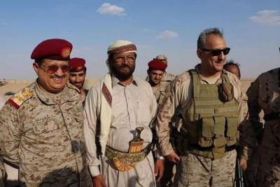 أمير سعودي وقائد عسكري كبير يصل مأرب ( صور )
