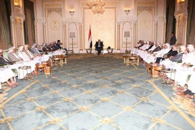الرئيس هادي يلتقي بمشائخ وأعيان محافظة صنعاء ( صورة)