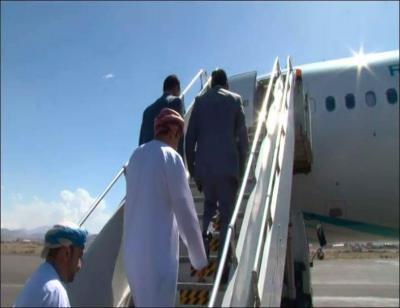 وفد من الحوثيين يغادر إلى مسقط لتسليم رهائن بينهم سعوديين