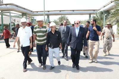 الرئيس هادي يزور أهم منشأة خدمية بمحافظة عدن ( صور)