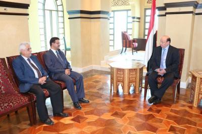 بالصور - أول مسؤولان يؤديان اليمين الدستورية داخل أرض الوطن منذ خروج الرئيس هادي من عدن