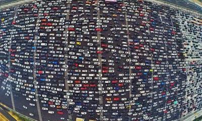 شاهد بالفيديو + صورة - كيف تصبح طُرق الصين عندما تزدحم بالسيارات