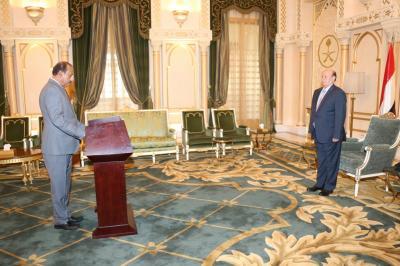 اللواء ركن جعفر محمد سعد يؤدي اليمين الدستورية بمناسبة تعينه محافظاً لعدن( صورة)