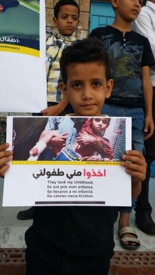 اطفال تعز ينددون بالصمت الدولي إزاء حصار مدينتهم