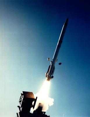 """وزارة الدفاع الأمريكية تعلن عن تزويد السعودية بصواريخ  """" باتريوت باك3 """" ومروحيات من طراز """" بلاك هوك """""""