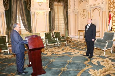 """وزير المالية الجديد """" القعيطي """" يؤدي اليمين الدستورية أمام الرئيس هادي ( صورة)"""