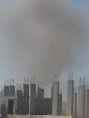 غارات جوية عنيفة إستهدفت مواقع بالعاصمة صنعاء و سيارات الإسعاف تهرع (المواقع المستهدفة - صوره)