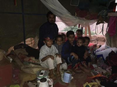 بالصور .. لن تصدق بأن أسرة سعودية مكونة من 11 طفلاً تعيش هذا الحاله