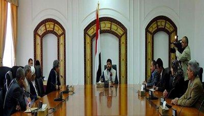 الدكتور محمد الظاهري يظهر إلى جانب محمد علي الحوثي ( صوره)