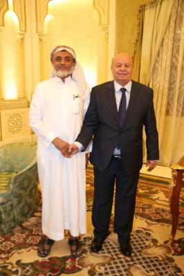 قائد المقاومة بإقليم تهامة يظهر إلى جانب الرئيس هادي ( صورة)