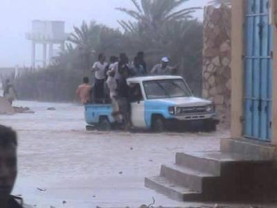 جزيرة سقطرى تنتظر الكارثة ومراكز الأرصاد تكشف عن مسافة مركز الإعصار عن الجزيرة ( صور)
