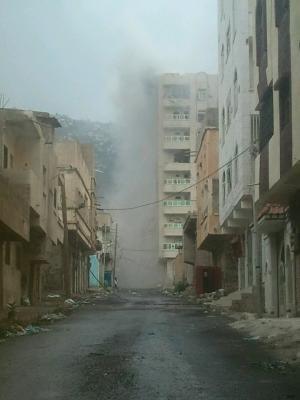 آخر مستجدات الأوضاع من تعز .. معارك عنيفة والحوثيون يحشدون ويحاولون السيطرة على طريق التعزيزات العسكرية التي تصل للمقاومة