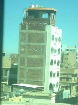 """بالصورة - """" عماره """" تابعة لقيادي حوثي تثير إنتقادات واسعة - والبخيتي يكشف كواليس تكاليف بنائها"""