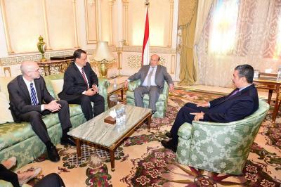 """الرئيس هادي ونائبه """" بحاح """" يلتقيان المبعوث الأممي ولد الشيخ ( صورة)"""