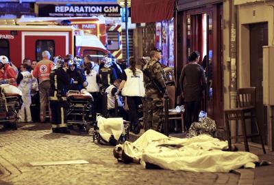 صور .. تفاصيل ومعلومات جديدة وإرتفاع إحصائية قتلى الهجمات الإرهابية التي ضربت باريس مساء أمس
