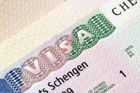 """فرنسا تلغي العمل بتأشيرة """"شينجن"""" وتمنع الأجانب من السفر إليها"""