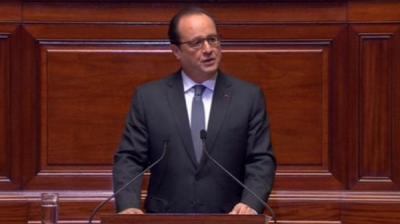 الرئيس الفرنسي يتحدث عن قوانين جديدة تسمح بنزع الجنسية لمن يهدد أمن فرنسا ويهدد دول أوروبا بالعودة الى الحدود القومية