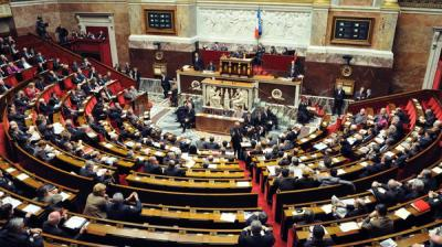 البرلمان الفرنسي يمدد حالة الطوارئ 3 أشهر