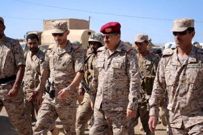 شاهد بالصور .. اللواء المقدشي وهاشم الأحمر يتفقدان الجاهزية القتالية للوحدات العسكرية