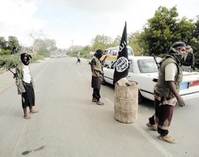 عناصر القاعدة يعودون إلى معقلهم الرئيسي في أبين بعد مواجهات مع اللجان الشعبية أدت إلى إنسحاب الأخيرة - تفاصيل