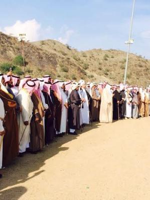 وفد من قبيلة سنحان  يزور القوات السعودية بالقرب من منطقة الربوعه ( صورة)