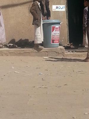 بالصور .. الحوثيون يطلبون المساعدة وينصبون البراميل في أبواب المساجد أثناء صلاة الجمعة بالعاصمة صنعاء