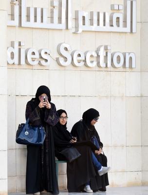بالصور .. السعوديات يمارسن الديمقراطية لأول مرة