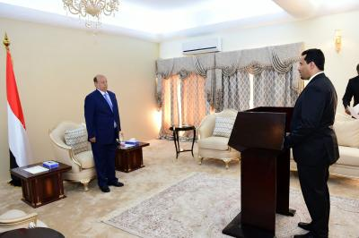 وزير النقل يؤدي اليمين الدستورية أمام الرئيس هادي ( صوره - سيرة ذاتيه)