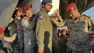 """شاهد صور """" مُحزنه """" أثناء إستقبال أولاد الضابط السعودي العقيد """" عبدالله السهيان """" لجثمان والدهم"""