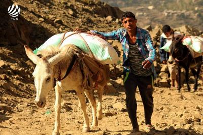 شاهد 6  صور مؤلمه تحكي واقع أبناء تعز في ظل حصار الحوثيين وقوات صالح للمدينة