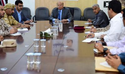 الرئيس هادي يزور قيادة قوات التحالف ويعقد إجتماعاً ( صورة)