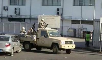 بالصور .. الجيش اليمني يبدأ بالإنتشار في عدن