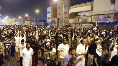 """( بالصور - والفيديو )  متشددون إيرانيون يقتحمون ويضرمون النيران في مقر القنصلية السعودية في إيران إحتجاجاً على إعدام """" النمر """""""