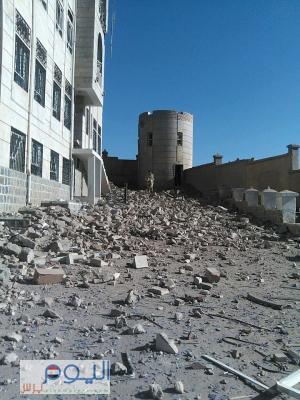 شاهد 5 صور كيف أصبح المجمع الحكومي بهمدان  شمال صنعاء بعد إستهدافه من قبل طيران التحالف فجر اليوم الأحد