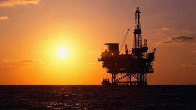 أسعار النفط تهبط لأدنى مستوى منذ 11 عاماً